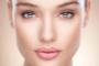 Как правильно спать, чтобы проснуться без отеков: совет косметолога